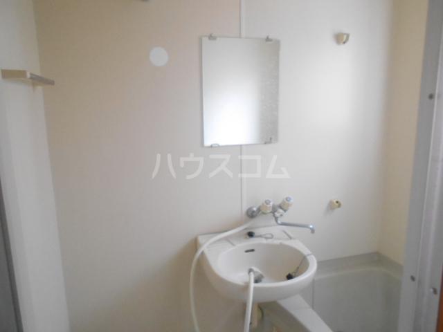 ロイヤルハイツ三浜 101号室の洗面所