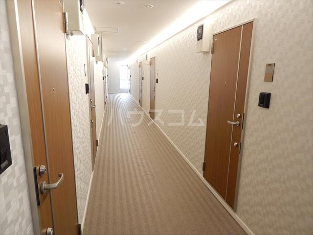 アヴェニール岩槻 106号室のエントランス