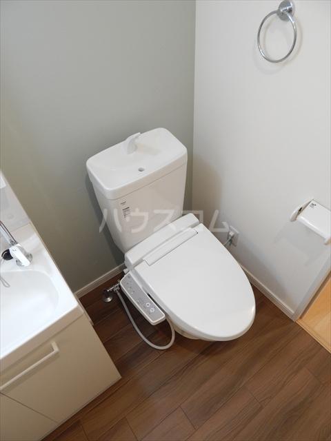 アヴェニール岩槻 109号室のトイレ