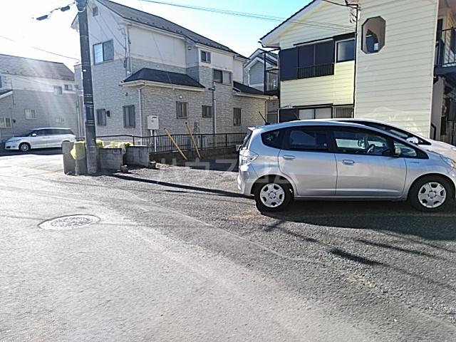 リバーサイドイン堂山B 101号室の駐車場