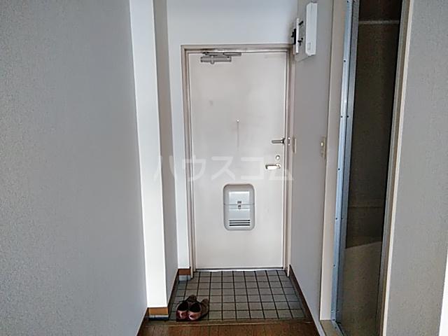 アイビー鷺沼 303号室の玄関