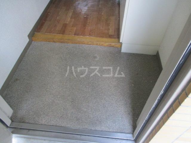 フルール三神 三番館 406号室の玄関