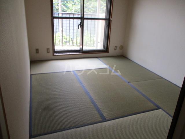 フルール三神 三番館 406号室の居室