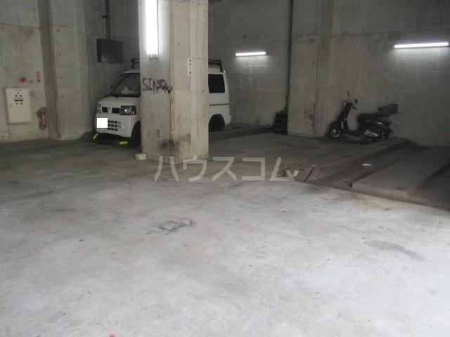フルール三神 三番館 406号室の駐車場
