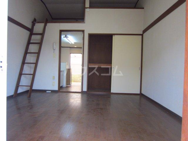 カサフローラ津田沼 104号室のリビング