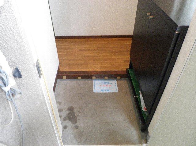 金子ハイツ 101号室の玄関