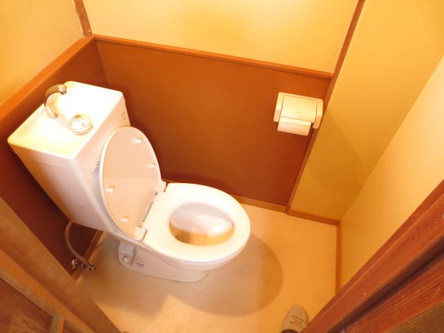 末広荘 201号室のトイレ