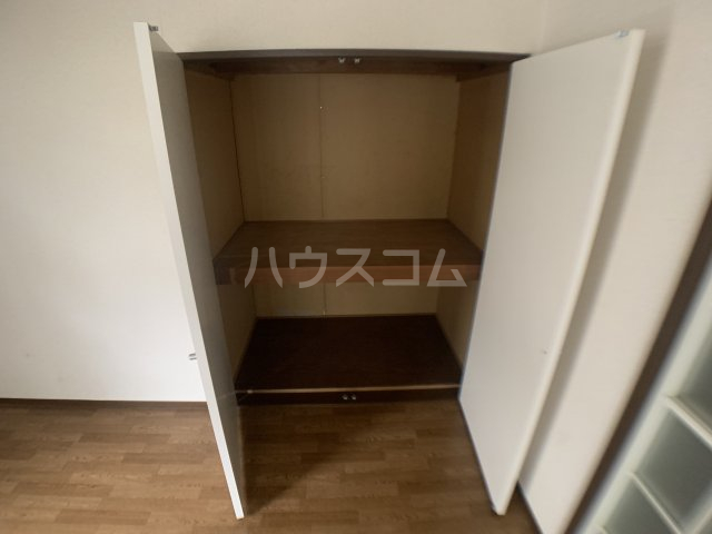 ファミーユ志田 102号室の収納