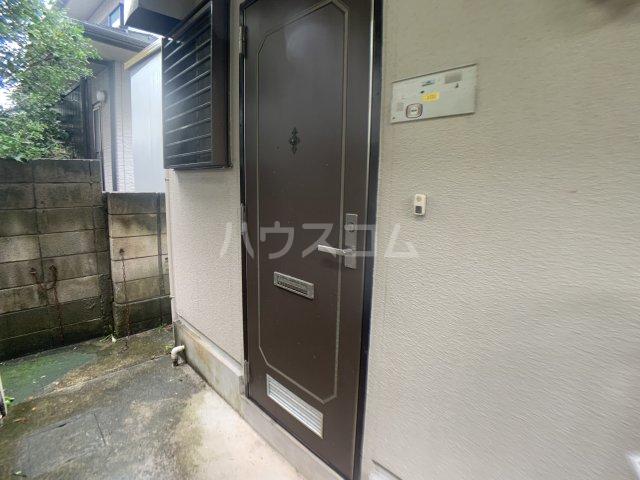 ファミーユ志田 102号室のエントランス
