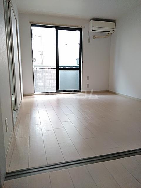 サンモール薬円台 106号室のリビング
