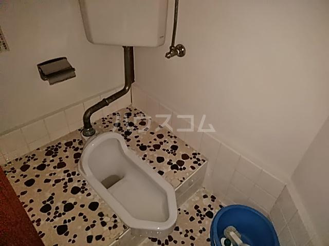 白井荘 1号室のトイレ