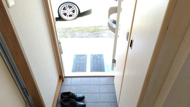 パルコホリウチ 102号室の玄関
