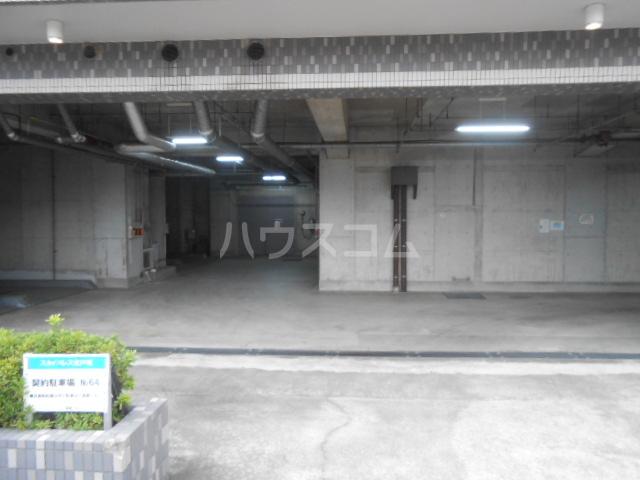 スカイパレス東戸塚 502号室の駐車場