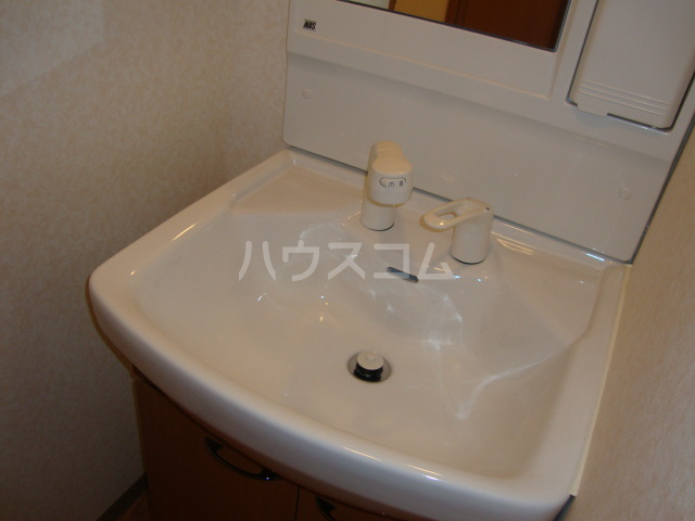 アンベリール・K・湘南 103号室の洗面所