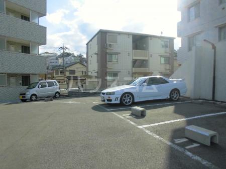 GLOIRE MANSION 102号室の駐車場