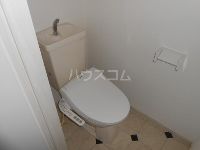 マンション築山第5 101号室のトイレ