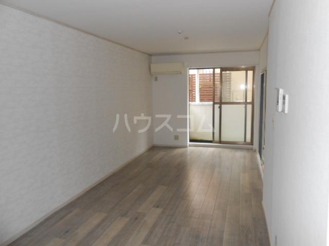 マンション築山第5 101号室のリビング