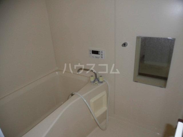 ウェルストーン 102号室の風呂