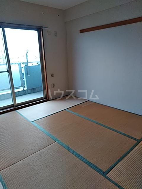 グランソラール丸の内 202号室の居室