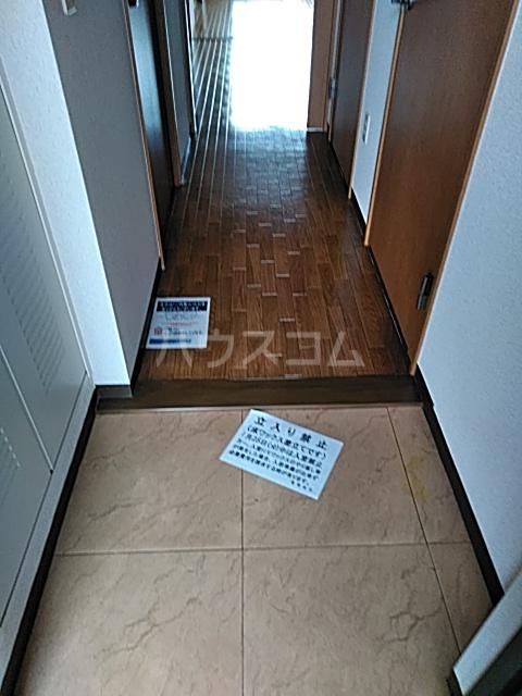 クレセール中田北 302号室の玄関