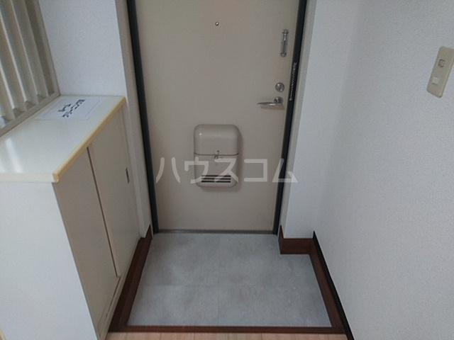 エメラルドプラザ 306号室の玄関