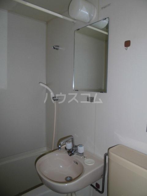 フォレスト藤里町 1A号室の洗面所