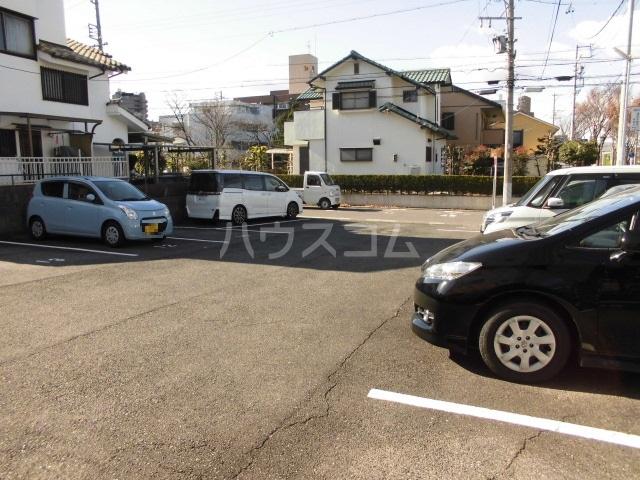 ハイム志ノ島 101号室の駐車場
