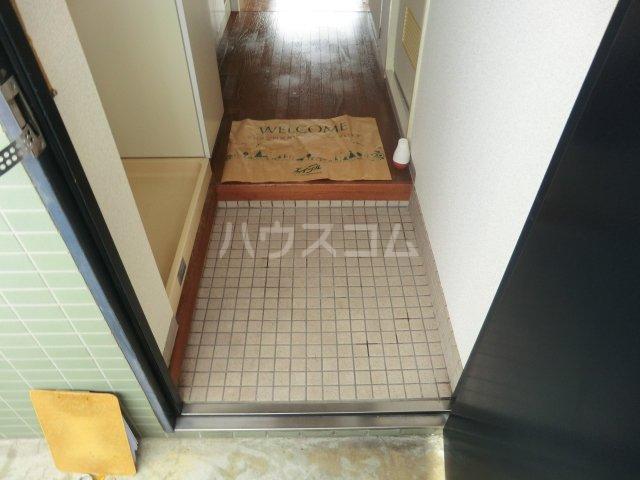 イーストヒルズ 101号室の玄関