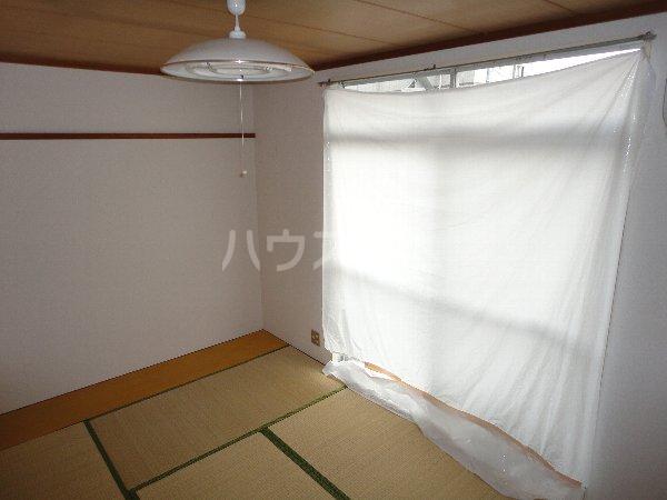 コーポサングリーン 205号室の居室