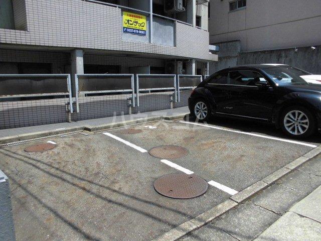 ビクトワール望が丘 102号室の駐車場