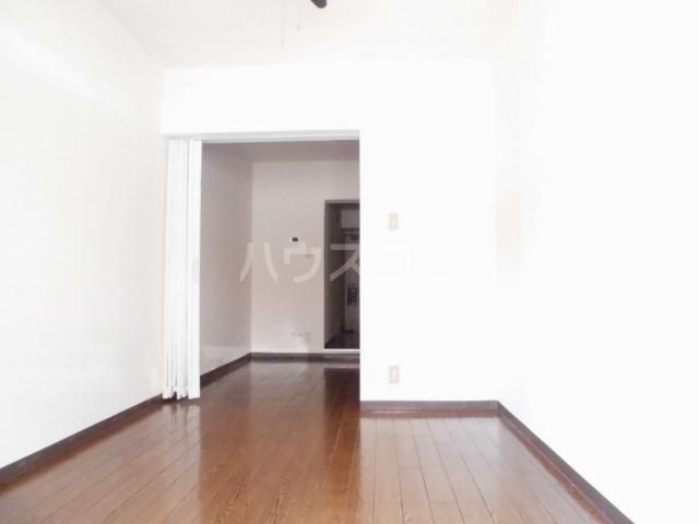ビクトワール望が丘 102号室のリビング