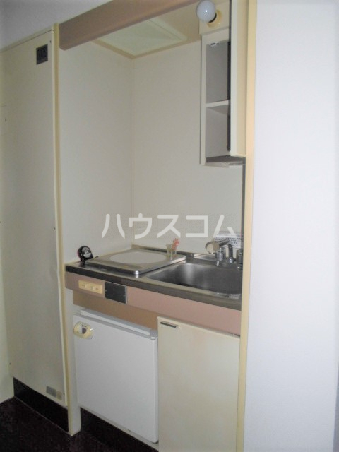 ビクトワール望が丘 102号室のキッチン