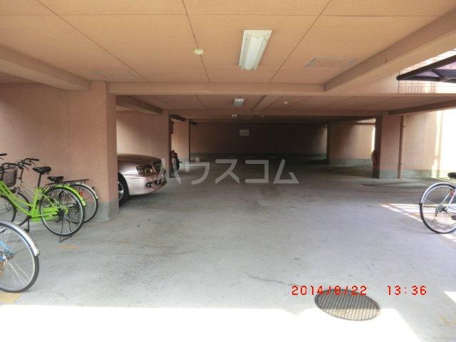 ヴァンベール長久手 205号室の駐車場