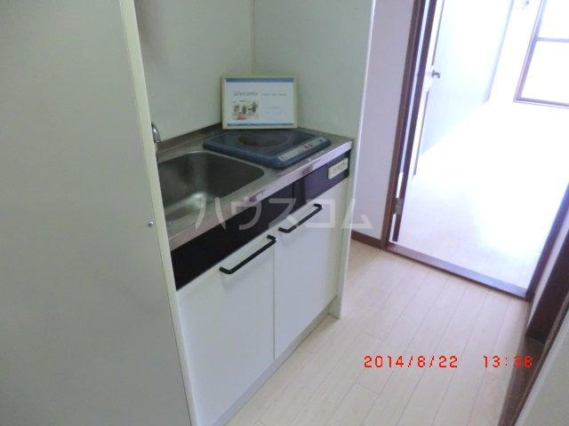 ヴァンベール長久手 205号室のキッチン