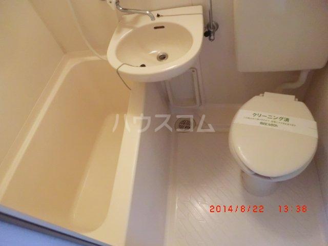ヴァンベール長久手 205号室の洗面所