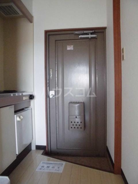 メゾンヤザコ 301号室の玄関