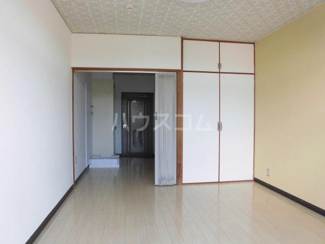 メゾンヤザコ 301号室のリビング