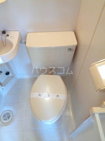 ニューコート高根台 102号室のトイレ