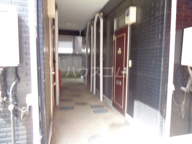 ニューコート高根台 104号室のエントランス