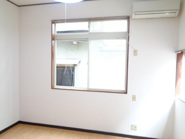 ニューコート高根台 104号室の居室