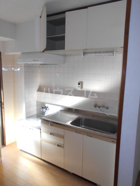 クイーンハイツ 103号室のキッチン