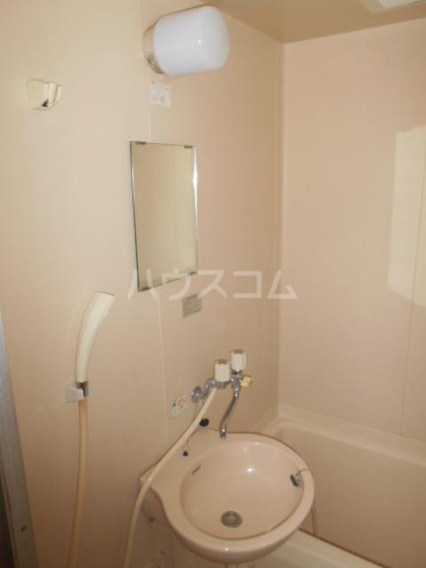 クイーンハイツ 103号室の洗面所