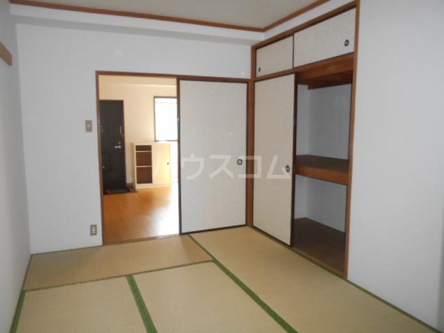 クイーンハイツ 103号室の居室