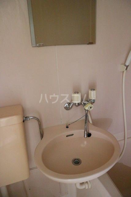 スカイコート蕨 401号室の洗面所