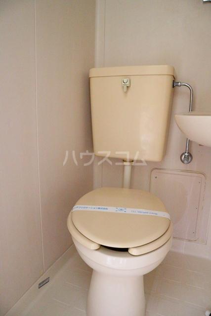 スカイコート蕨 401号室のトイレ