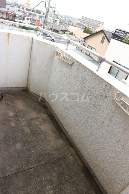 スカイコート蕨 401号室のバルコニー