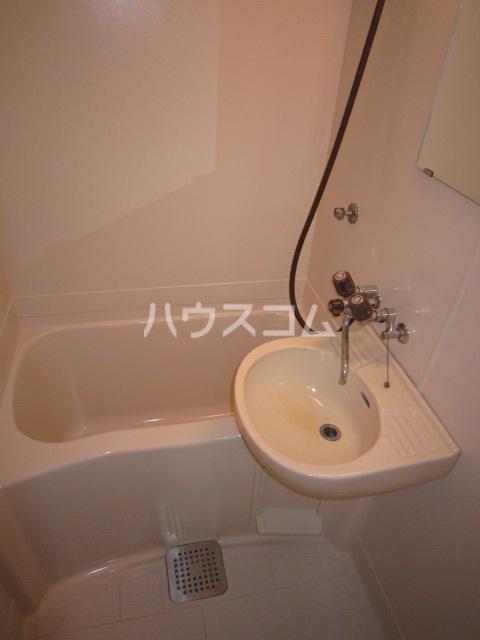 ホシノハイツB 101号室の洗面所