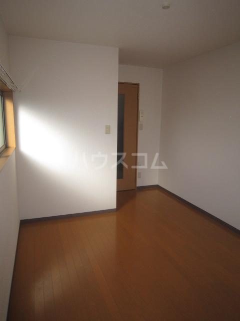 ルミナス 102号室のベッドルーム