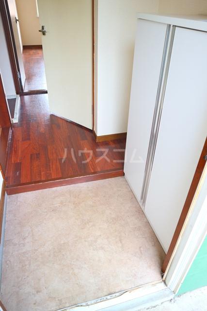 メゾンアルファ A202号室の玄関