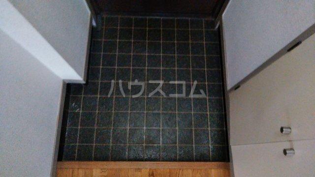 ニューハイムタヒラ 201号室の玄関
